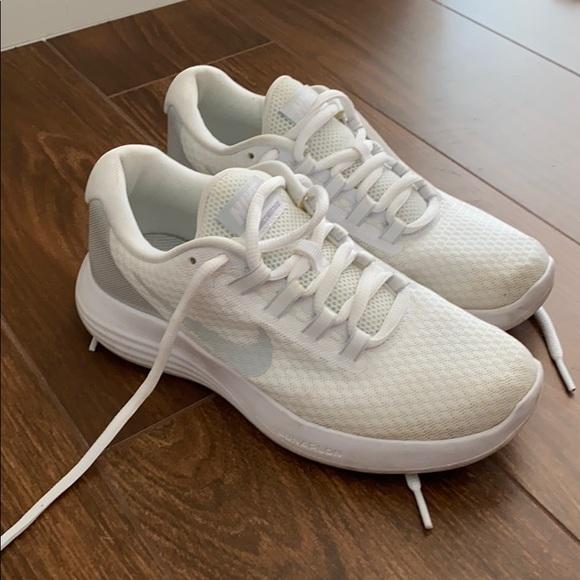 Santuario idiota Frenesí  Nike Shoes | Nike Lunarlon White Sneakers Size 5 | Poshmark